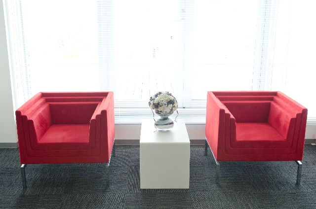 赤いソファー
