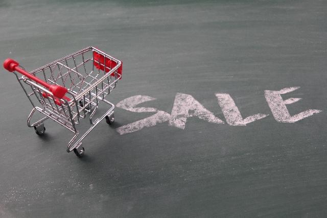 セールの文字とカート