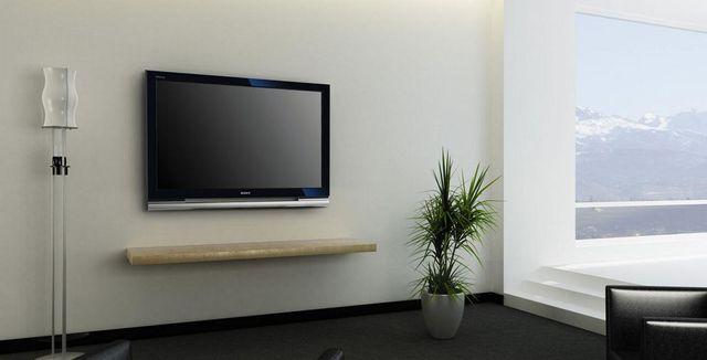 壁掛け薄型液晶テレビ