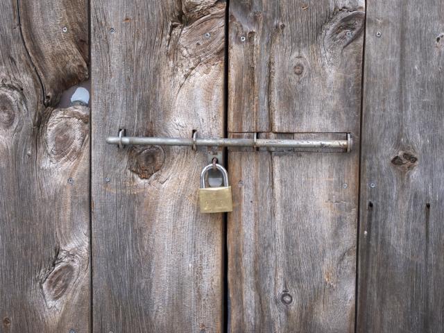 鍵のかかった扉