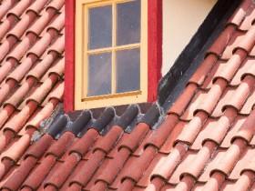 赤い小窓のロフト